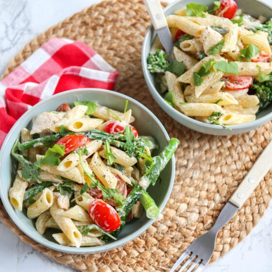 Romige pasta met Bimi® broccoli, cherrytomaten en kip