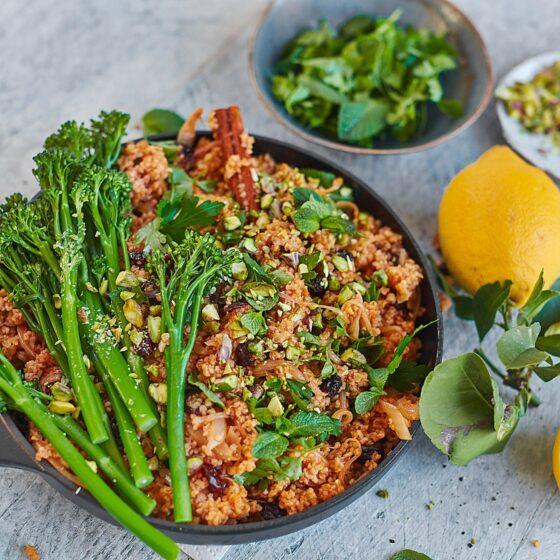 Pilafi met Bimi® broccoli, gedroogde kersen en pistachenoten