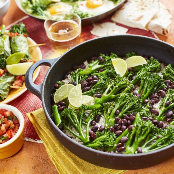Brocoli Bimi® con arroz y frijoles a la Mexicana