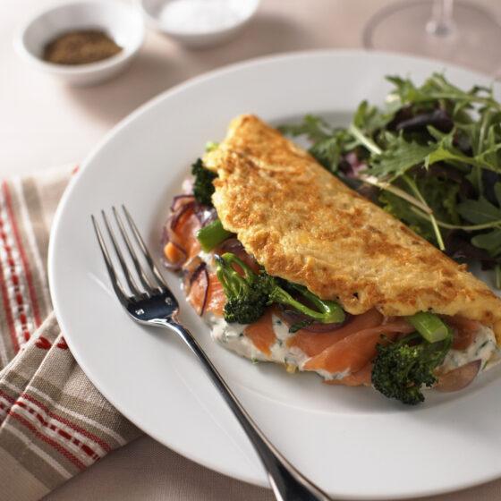 Omelet met Bimi® broccoli, roomkaas en gerookte zalm