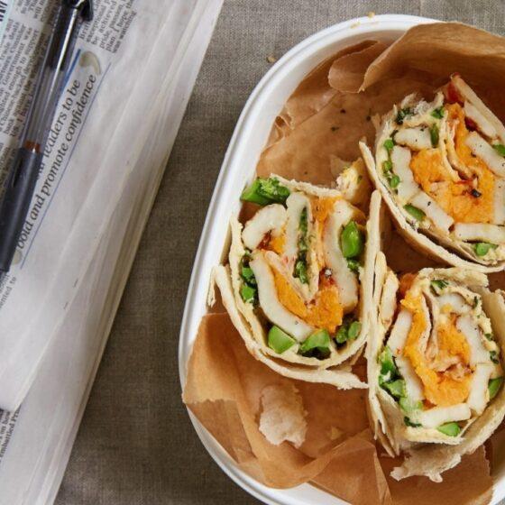 Bimi®-parsakaali-wrap hummuksella ja halloumilla
