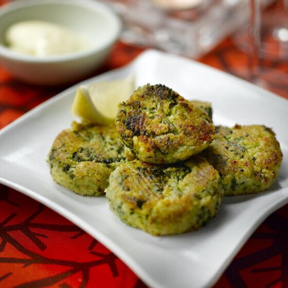 Galettes aux brocolis Bimi®, piment et pois chiches