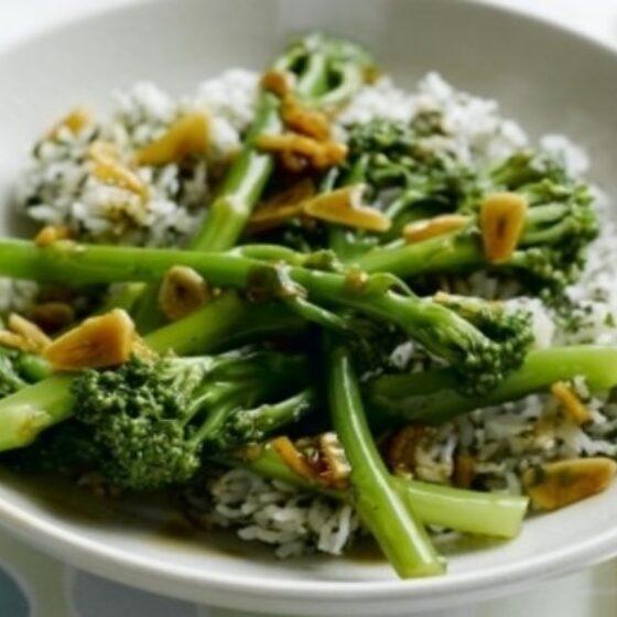Bimi® brócoli con arroz, salsa de ostras, ajo y jengibre