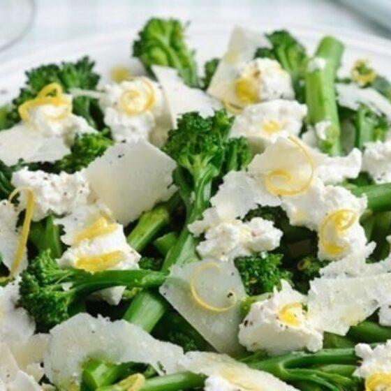 Bimi® brócoli con requesón, limón y parmesano curado