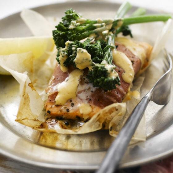Bimi® brócoli con salmón y salsa picante marroquí
