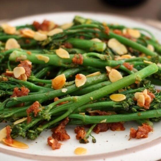 Bimi® brócoli con sobrasada y almendras