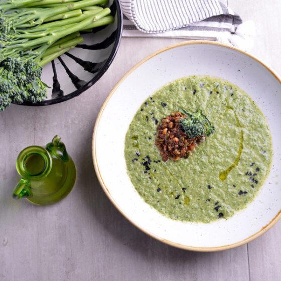 Crema de Bimi® brócoli con granola salada