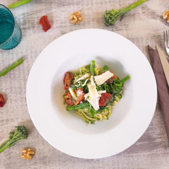 Espaguetis de calabacín con Bimi® brócoli