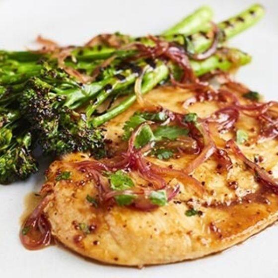 Pollo al sirope de arce con Bimi® brócoli