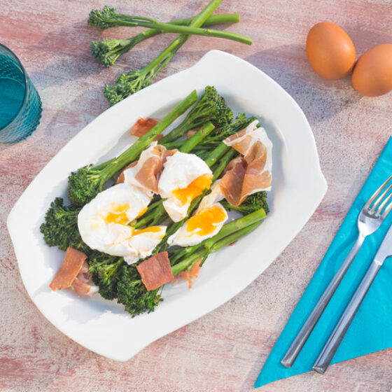 Bimi® brócoli con huevos poché y jamón