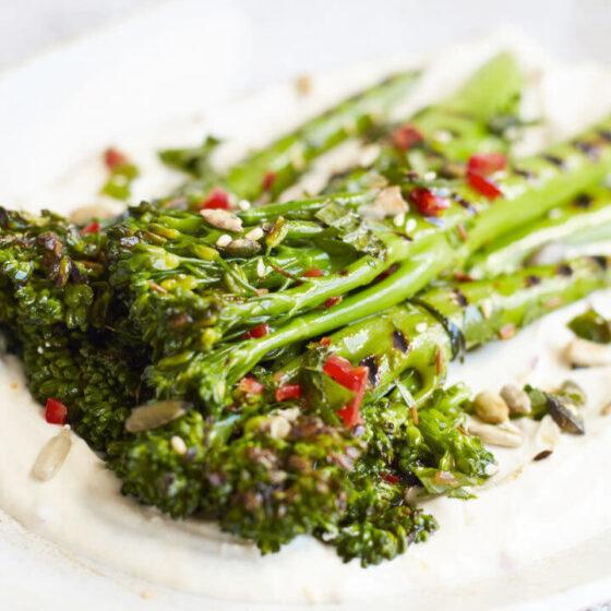 Bimi® broccoli met Chili Vinaigrette en Tahin yoghurt