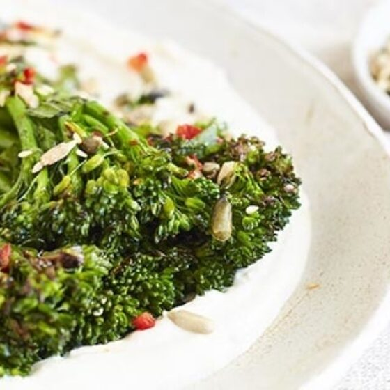 Bimi® brócoli con vinagreta de chilli y yoghurt al tahini