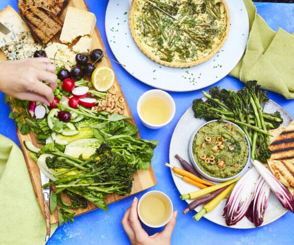 Garden salad with Tenderstem® broccoli