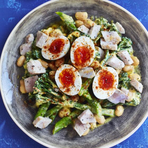 Tenderstem® broccoli tuna niçoise salad